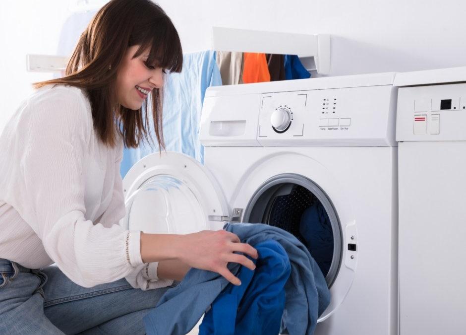 Separar  la ropa por colores. ¿Cómo y por qué?